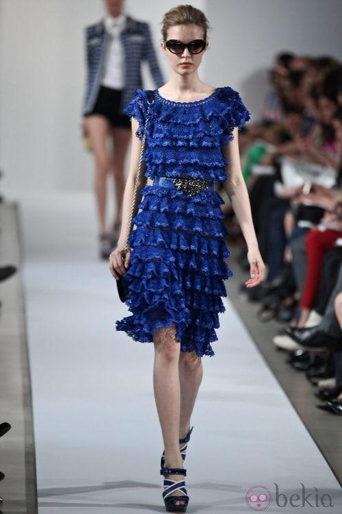 Vestido azul de volantes de la colección Crucero 2013 de Oscar de la Renta