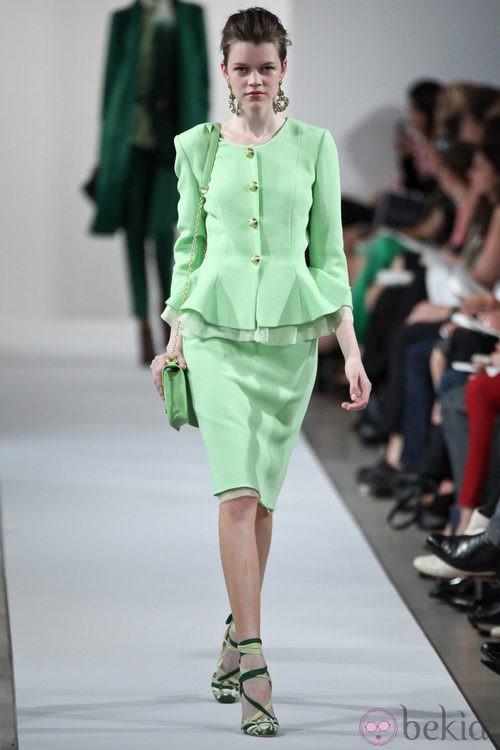 Traje peplum verde mint de la Colección Crucero 2013 de Oscar de la Renta