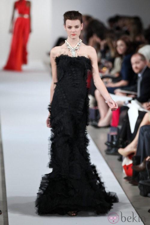 Vestido largo negro de la Colección Crucero de Oscar de la Renta