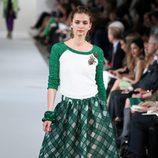 Camiseta y falda en tono verde de la Colección Crucero 2013 de Oscar de la Renta