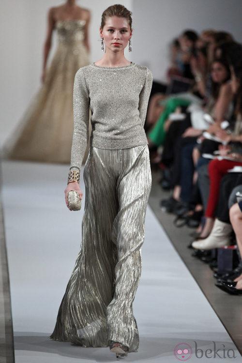 Jersey y falda larga brillante de la Colección Crucero 2013 de Oscar de la Renta