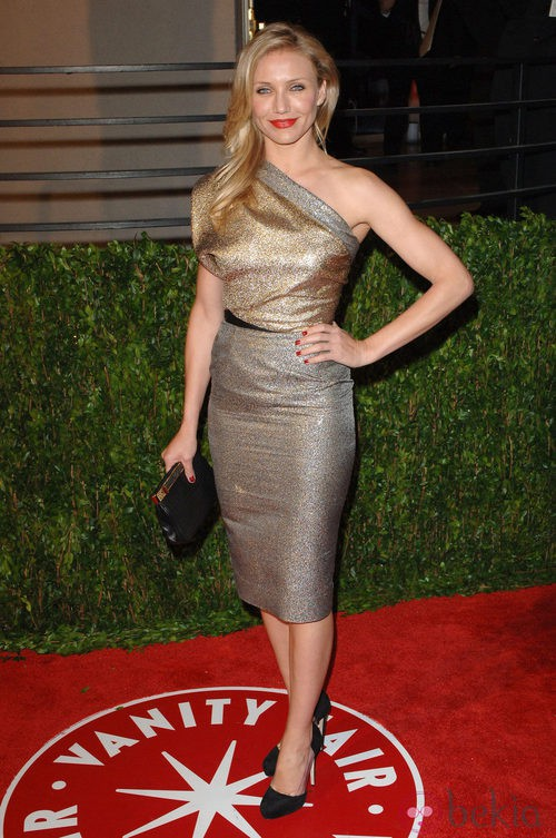 Cameron Diaz con un vestido en dorado de la firma Victoria Beckham