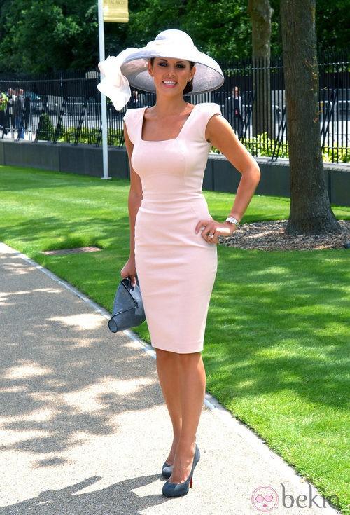 Danielle Lineker con un vestido rosa de Victoria Beckham