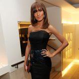 Selita Ebanks con un vestido de la firma Victoria Beckham