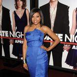 Taraji P. Henson con un vestido azul vibrante de Victoria Beckham
