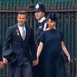 Victoria Beckham con un vestido de su firma navy de premamá