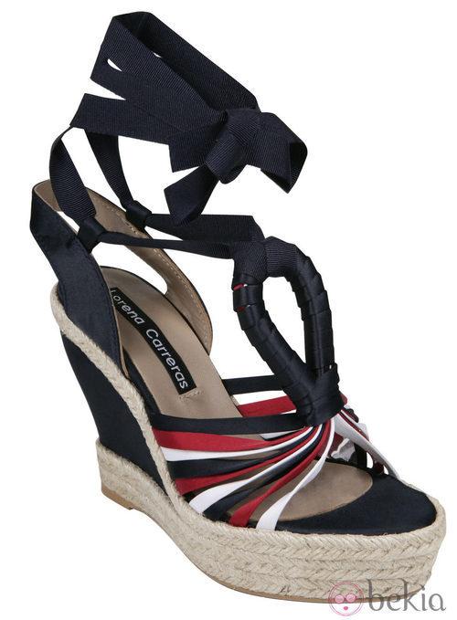 Cuña en tonos marineros de la colección primavera/verano 2012 de Lorena Carreras