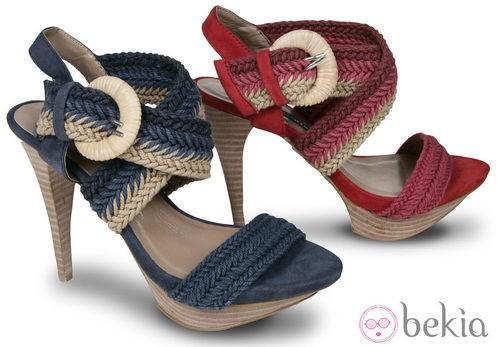 Sandalias roja y azul de la colección primavera/verano 2012 de Lorena Carreras