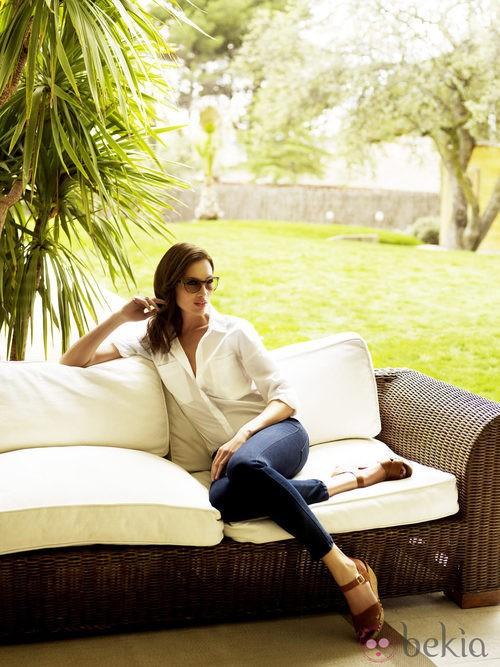 Nieves Álvarez, embajadora de la firma, con lentes Transitions