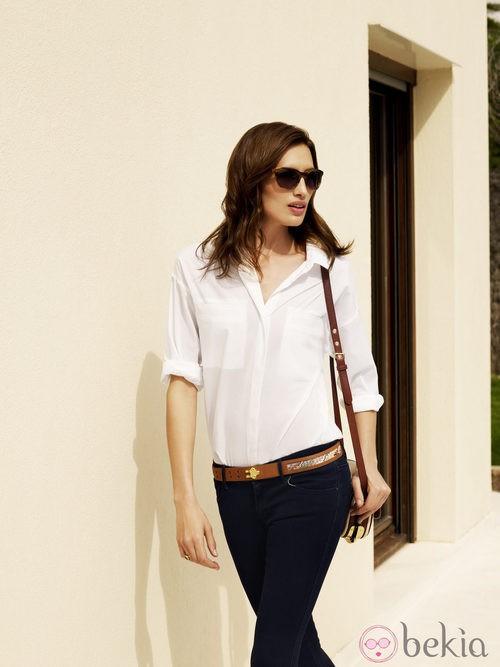 Nieves Álvarez, embajadora de la firma, con lentes Transitions y un look casual