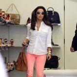 Eva Longoria de compras con sus gafas de sol