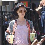 Vanessa Paradis con gafas de sol por las calles de Los Ángeles