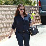 Jennifer Garner con gafas de sol paseando por Los Ángeles