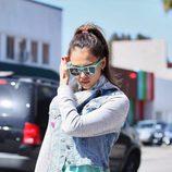 Jessica Alba con gafas en verde mint