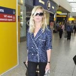 Kirsten Dunst con gafas de sol en el aeropuerto de Londres