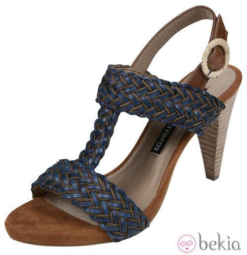 Sandalias azules trenzadas de la colección primavera/verano 2012 de Lorena Carreras