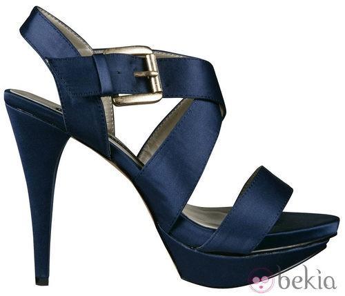 Sandalias azul marino de la colección primavera/verano 2012 de Lorena carreras