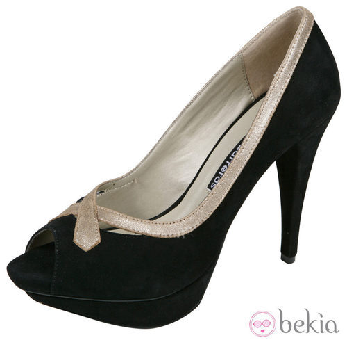 Zapatos peep toe negros de la colección verano 2012 de Lorena Carreras
