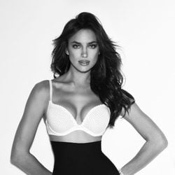 Irina Shayk con sujetador Push Up de Suiteblanco