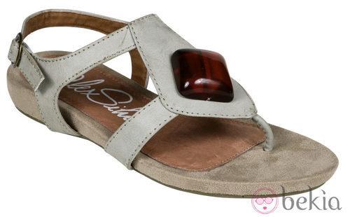 Sandalia plana beige de la nueva colección de Alex Silva verano 2012