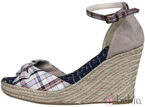 Sandalia de cuña de la nueva colección de Alex Silva verano 2012