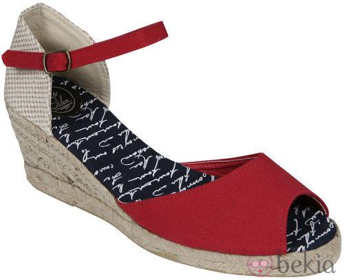 Sandalia roja de cuña de la nueva colección de Alex Silva verano 2012