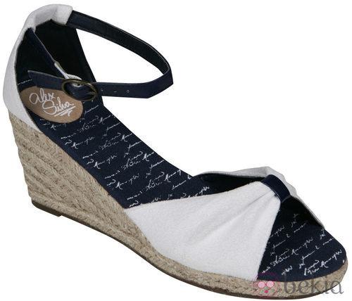 Sandalia blanca de cuña de la nueva colección de Alex Silva verano 2012