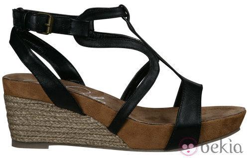 Sandalia negra de madera de la nueva colección de Alex Silva verano 2012