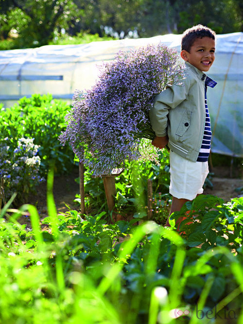 Chaqueta y pantalón blanco de la colección verano 2012 de Benetton Niños