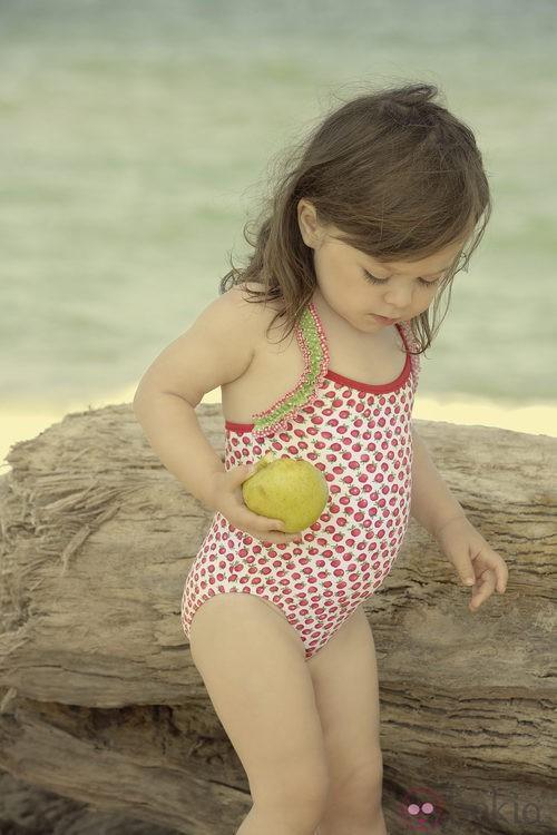 Bañador con estampado de fresas de la colección verano 2012 de Dolores Cortés DC KIDS