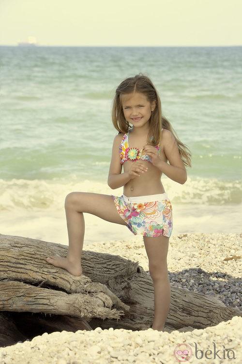 Conjunto de bikini y pantalón de la colección verano 2012 de Dolores Cortés DC KIDS