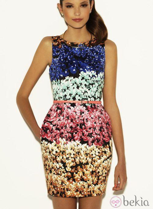 Vestido con estampado floral multicolor de la colección Verano 2012 de Suiteblanco