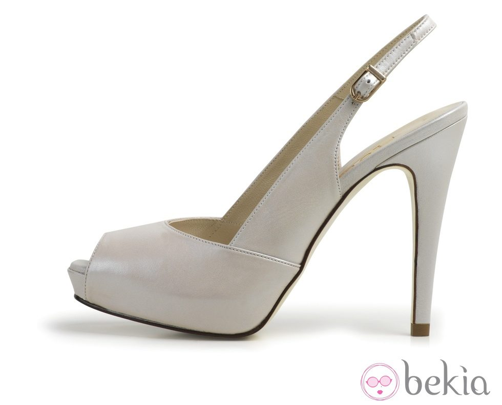 Sandalia peetoe de la colección de calzado de novia de Lodi verano 2012