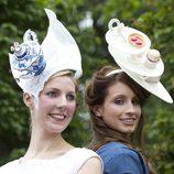 Dos de las invitadas a las carreras de Ascot 2012 con dos curiosos tocados