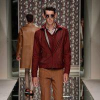 Cazadora y pantalón de pinzas de Ermenegildo Zegna en la pasarela de la Semana de la Moda masculina de Milán