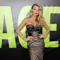 Blake Lively con un vestido de Zuhair Murad en el estreno de 'Savages' en Los Ángeles