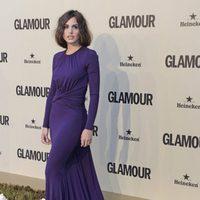 Verónica Echegui con un vestido morado de Michael Kors