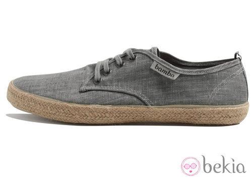 Zapatilla en gris de lino de la colección Victoria by BAMBA verano 2012