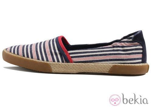 Zapatilla copetes en rayas de la colección Victoria by BAMBA verano 2012