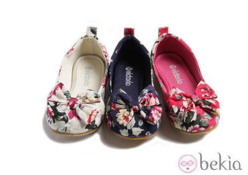 Bailarinas con lazo y estampados florales para niñas de Victoria de la colección verano 2012