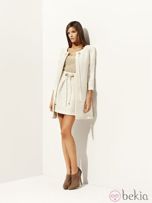Conjunto blanco con top beige de la colección 'Deneuve' primavera/verano 2012 de Pedro del Hierro
