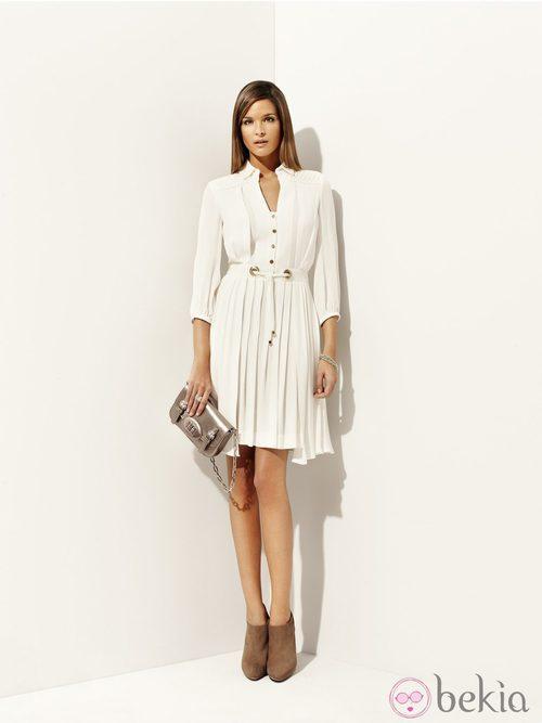 Vestido blanco plisado de la colección 'Deneuve' primavera/verano 2012 de Pedro del Hierro