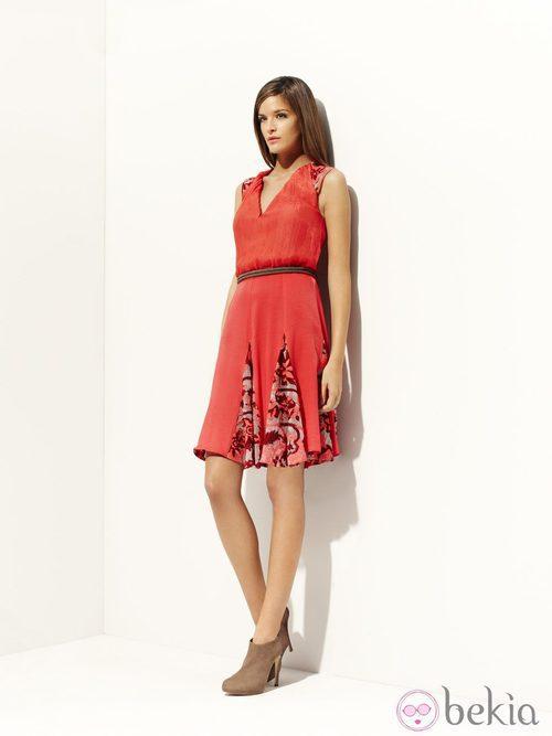 Vestido rojo de la colección 'Tautao' primavera/verano 2012 de Pedro del Hierro