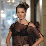 Malena costa para la colección 'Íntimo Guillermina Baeza' primavera/verano 2013 en la pasarela 080 de Barcelona