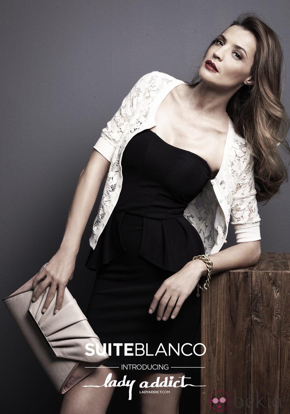 Lady Addict con vestido palabra de honor de SuiteBlanco