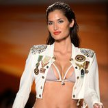 Bikini y caqueta de inspiración militar de Agua Bendita en la Mercedes Benz Fashion Week Swim 2013 en Miami