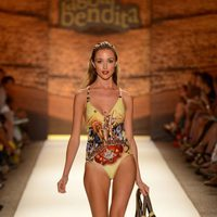 Traje de baño estampado de la Agua Bendita en la Mercedes Fashion Week Swim 2013 en Miami