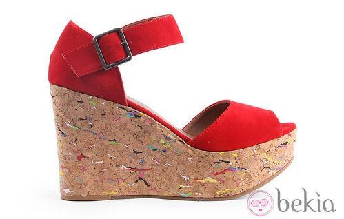 Cuñas en color rojo con suela multicolor de la colección verano 2012 de Sixtyseven