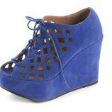 Sandalias de cuña azul klein de la colección verano 2012 de Sixtyseven