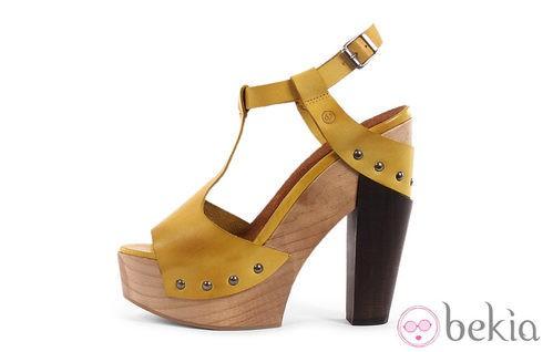Sandalia color limón de la colección verano 2012 de Sixtyseven